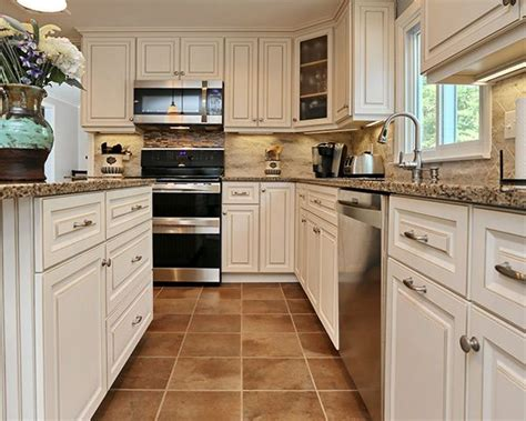 antique white kitchen cabinets with quartz countertops 67 best images about classic kitchens on