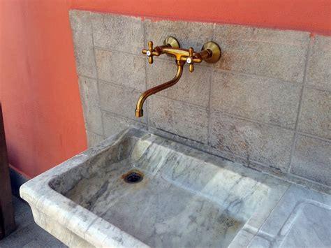 rubinetti antichi foto finalizzazione messa in opera lavandino in marmo