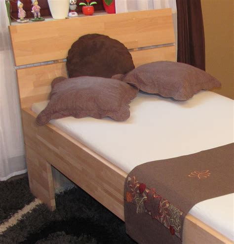 einzelbett mit kopfteil massivholzbett buche einzelbett mit fuss ii kopfteil