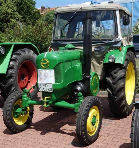 Traktor Oldtimer Lackieren by Lanz In Der Gr 252 Ngelben Deere Lackierung Ausgestellt