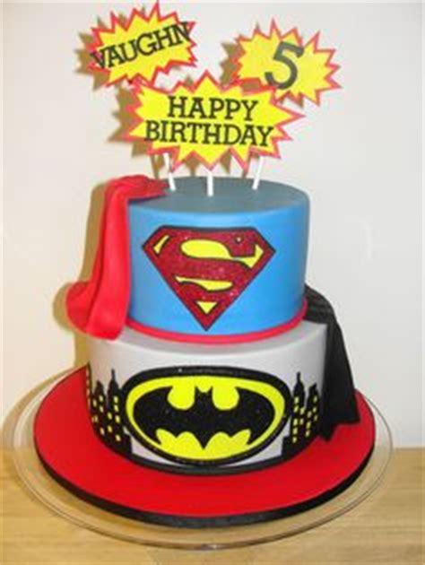 images  super hero cakes  pinterest batman cakes superhero cake  super hero cakes