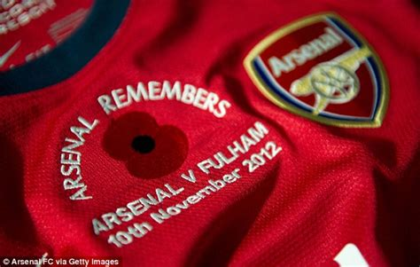 arsenal remembers remembrance day 2012 premier league respects war heroes
