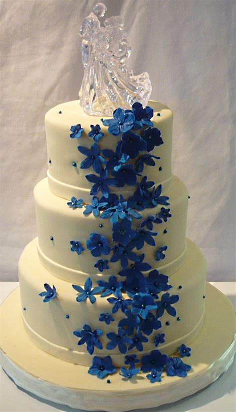royal blue and ivory wedding decorations pink flower outdoor wedding white wedding cakes ideas