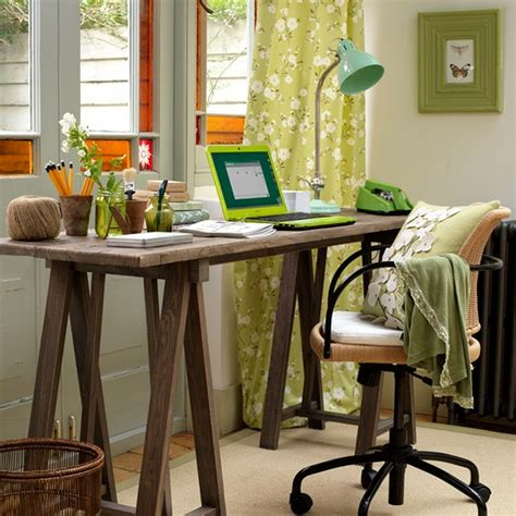 Rustic Desk Ideas Traditional Home Office Decor Ideas With Rustic Wooden Desk Feat Swivel Chair In Small Room