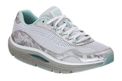 walking companies rocker bottom shoes r o c s at the walking company