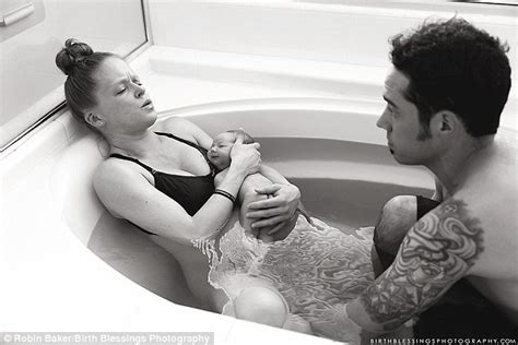 woman gives birth in bathtub pictures capture moment dad delivered twin babies during