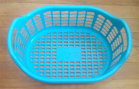 plastic laundry hers file plastic laundry basket jpg wikimedia commons