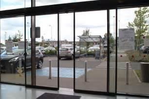 portes automatiques coulissantes en acier et verre smf