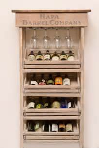 schrank mit weinregal napa vineyard crate wine rack and cabinet
