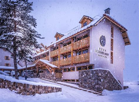 Hotel Le Grand Aigle 3667 by Hotels Dans Les Hautes Alpes