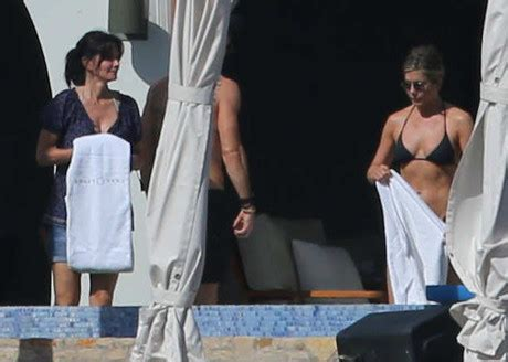 howard stern boat party jennifer aniston and justin theroux party in cabo with