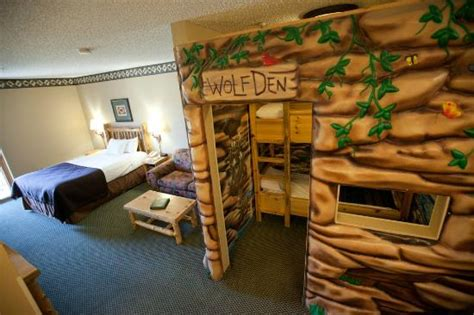 wolf den room great wolf lodge tower of water contraptions and rides picture of great