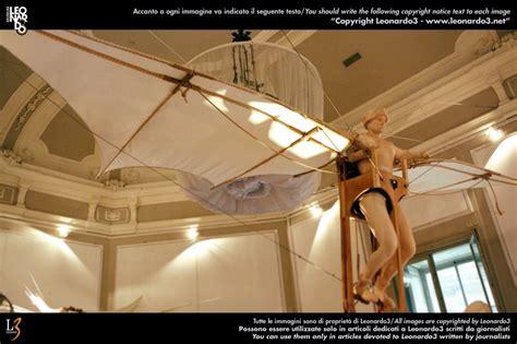 leonardo da vinci macchine volanti foto la macchina volante di leonardo da vinci