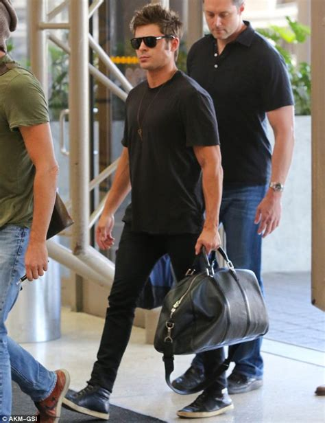 how does zac efron stylers hair in neighbors zac efron flexes his muscles at lax airport daily mail
