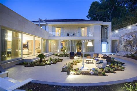 moderne luxusvilla moderne luxusvilla am meer emphit