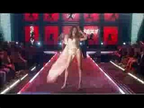 Justin Timberlake Brings Sexyback To The Victorias Secret Catwalk by Justin Timberlake Sexyback S Secret Fashion