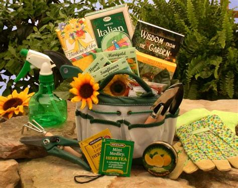 Gift Basket Ideas For Gardeners Gardening Gift Basket Gift Baskets For Gardeners Gardeners Gift Ideas