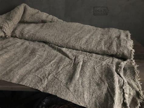 zwart vloerkleed landelijk kussens plaids vloerkleden landelijk en stoer wonen