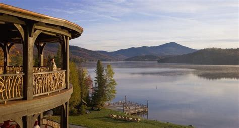 Lake Placid Lodge: With 17 cabins nestled along the shores