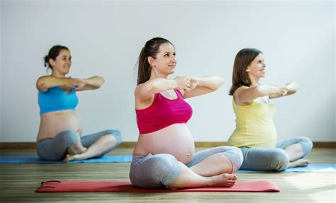 tutorial yoga untuk ibu hamil 8 gerakan senam ibu hamil untuk memperlancar persalinan