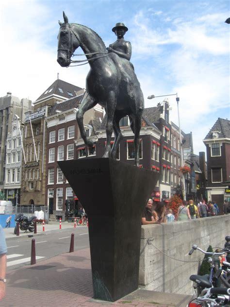 equestrian statue  queen wilhelmina amsterdam