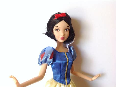 Disney Store Classic Film Collection Snow White and the Seven Dwarfs Snow White 2012 review