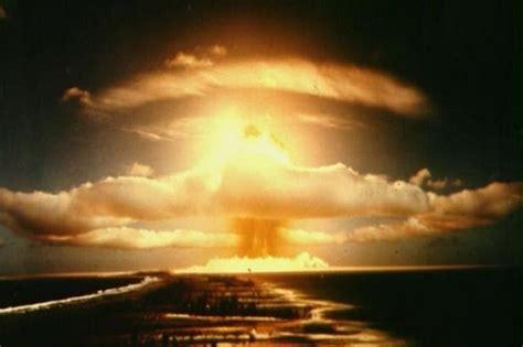 bom nuklir indonesia rusia pamer replika bom nuklir terbesar sejagat