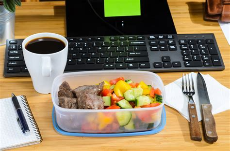 Bringing Lunch To Work Can Save You Money   Simplemost