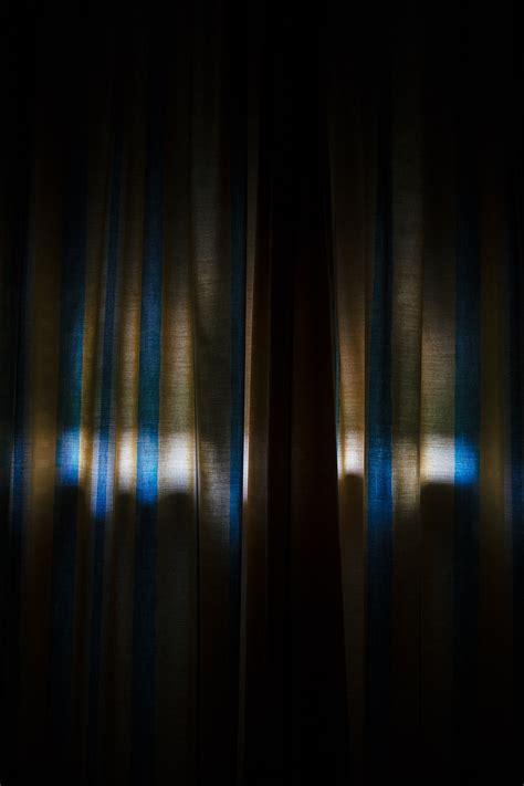 Cahaya Di Tirai gambar cahaya malam sinar matahari tekstur gelap