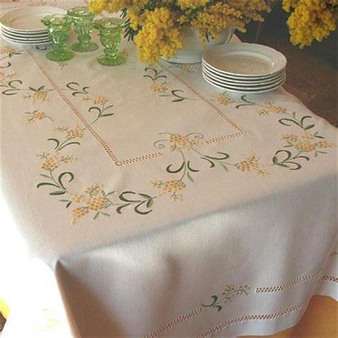 disegni per tovaglie da tavola tovaglia mimose ricami e pizzi