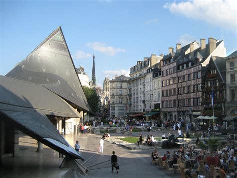 Autoversicherungen Frankreich by Rouen In Frankreich Der Platz Der Brennenden Jungfrau