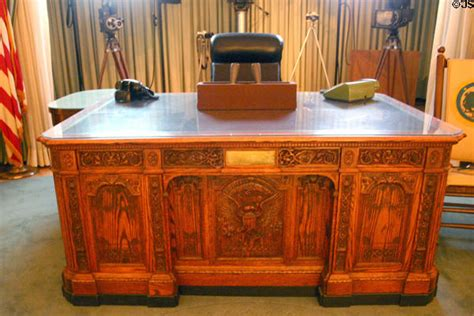 Presidential Desks by Replica Of Resolute Desk Used By Kennedy In White House