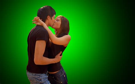 download wallpaper couple kiss romantic couple lips kiss hd wallpaper beautiful hd