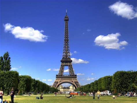 gambar menara eiffel  indah  mempesona