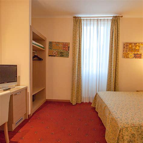 habitacion individual habitaci 243 n individual hotel roma laurentia estad 237 a de trabajo