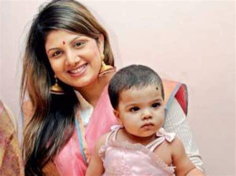 comedy actor vijay sai family photos photos tamil actors their kids children filmibeat