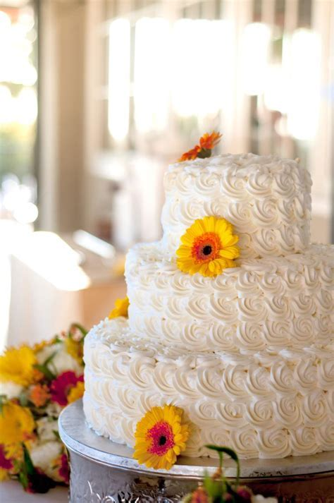 7 Beautiful Buttercream Frosted Wedding Cakes