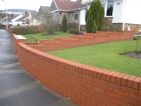 Cwm Llynfi Bricklaying 9 Inch Red Face Brick Garden Wall Bricks For Garden Walls