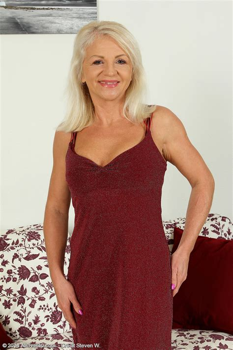 attractive 47 year old women cool 47 year old inez from milfs30 frigging her older babe