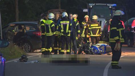 Unfall Motorrad Visbek by Visbek Zwei Tote Bei Zusammensto 223 Von Motorrad Und Auto