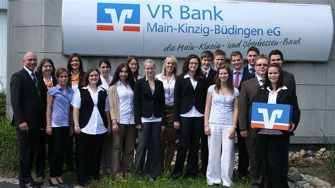 www vr bank kinzig berufsstart f 252 r 12 junge banker und 4 praktikanten der