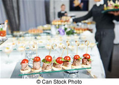come servire a tavola cameriere cameriere immagini e archivi fotografici 156 711 cameriere