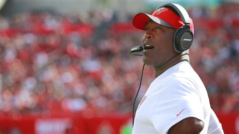 lovie smith to become buccaneers head coach reportsbest montreal lovie smith expected to become illinois head football