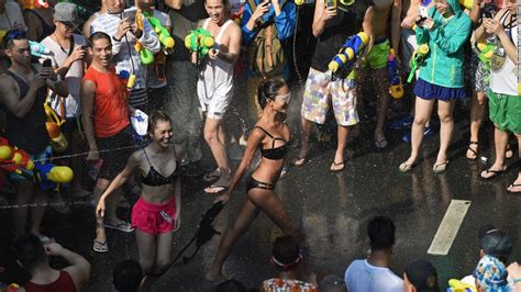 new year festival bangkok 2016 thailand celebrates new year with world s water fight