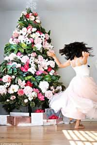 flower theme christmas trees decorating ideas pictures 23 beautiful why you should be covering your christmas tree with
