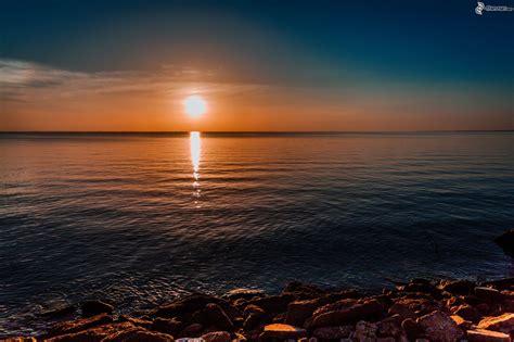 salida de sol salida de sol en la superficie del mar