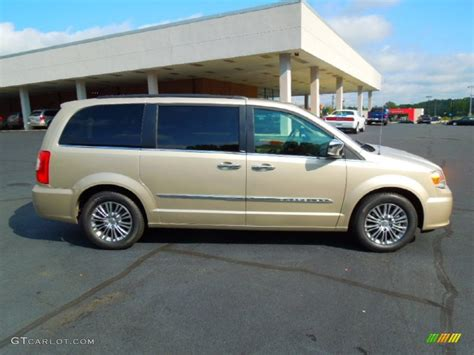 2010 Chrysler Town And Country Specs by 2010 Chrysler Town Country Reviews Specs And Prices