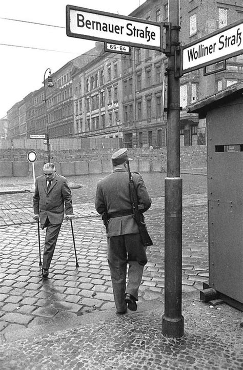 Berlin Wall Essay by A Outline For A Research Paper Berlin Wall Internethaber Web Fc2