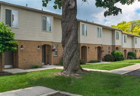 Colonial Appartments by Colonial Crest Apartments Located In Emmaus Pa 18049