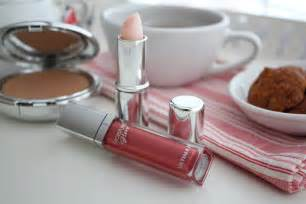 Moisture Glow Lip Gloss make up wiryono